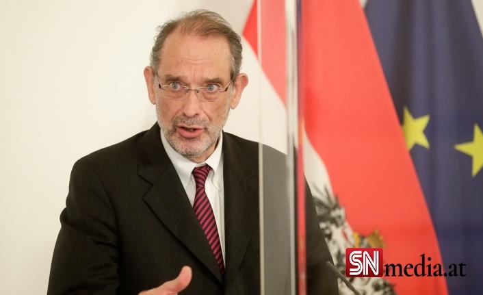 Avusturya Eğitim Bakanı Faßmann: Bu öğrencilerin FFP2 maskeleri takması gerekiyor