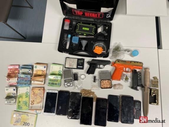 Viyana'da bir dairede uyuşturucu ve silahlar ele geçirildi - 5 kişi tutuklandı