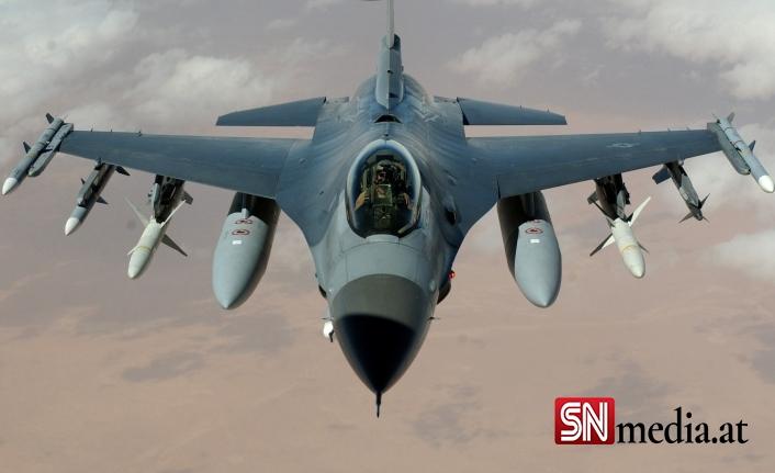Hollanda'da F-16 binaya çarptı: 2 yaralı