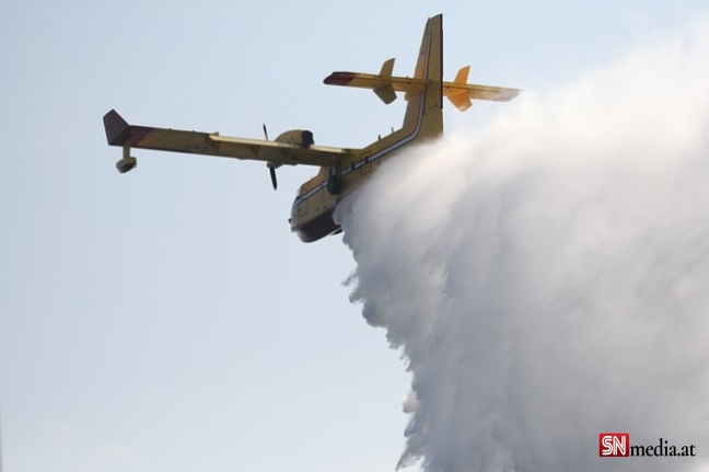 Yunanistan'da yangın söndürme çalışmalarına katılan bir uçak düştü
