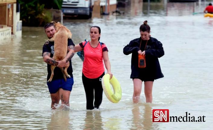 İspanya'da sel felaketi... Araçlar denize sürüklendi, 5 bin ev elektriksiz kaldı