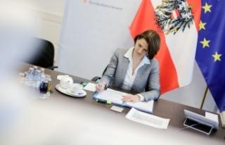 Avrupa Bakanı Edtstadler Avrupa aşı sertifikası...