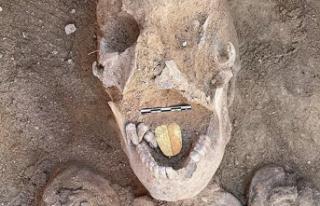 Mısır'da 2 bin yaşında altın dilli mumyalar...