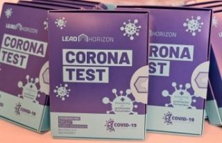 Viyana'da PCR gargara test merkezleri korumaya...