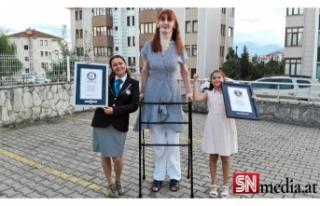 Dünyanın en uzun boylu kadını Rümeysa Gelgi,...