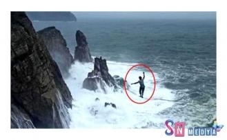 Rus sporcu, sporcu fırtınaya aldırış etmeden ip üzerinde yürüdü