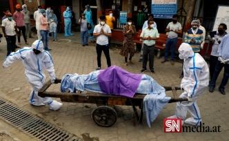 Sağlık sistemi çöken Hindistan'da iki kardeş annelerinin cansız bedenini motosikletle 400 kilometre taşıdı