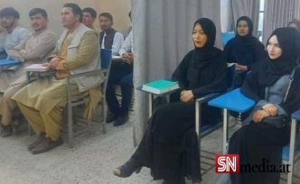 Afganistan'da eğitim başladı: Kız ve erkek öğrenciler perdeyle ayrıldı