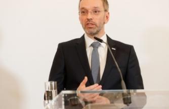 FPÖ oybirliğiyle yeni parti liderini seçti
