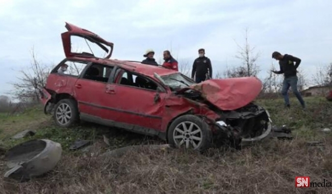 Avusturya plakalı araba Karasu'da kaza yaptı! Biri bebek 4 kişi yaralandı