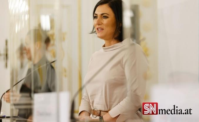 Turizim Bakanı Elisabeth Köstinger: Okul testleri giriş testleri olarak sayılmalı