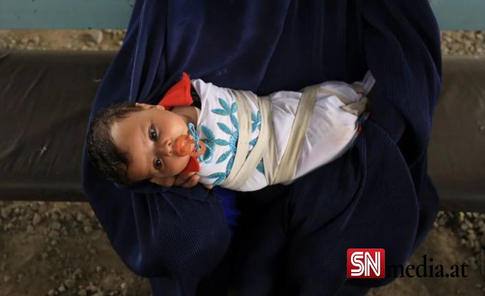 Afgan kız bebek, açlıktan ölmek üzere olan ailesi tarafından 500 dolara satıldı